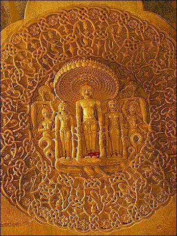 11.-Ph-iu-linh-x-ngn-u-Dharanendra-ph-tr-thnh-Parshavanatha-mt-trong-24-gio-ch-K-na-gio