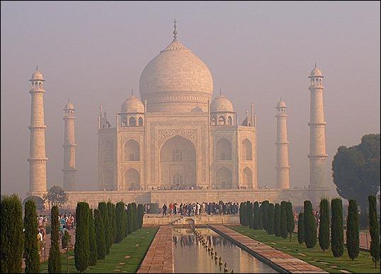 18.-Lng-tm-Taj-Mahal-m-sng-mai