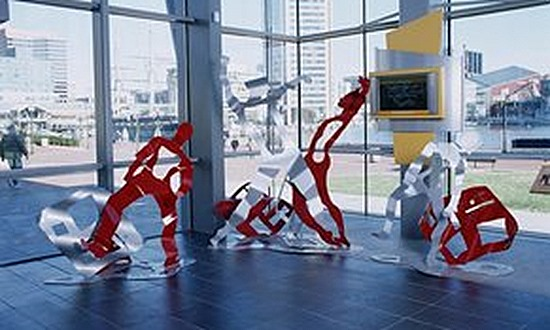 7.a-Ono-Good-News-Earth-is-Dancing-2006.-Painted-mild-steel-3-sculptures-213.4-x-228.6-x-182.9-cm.-146.3-x-182.9-x-91.4-cm.-and-140.2-x-140.2-x-91.4-cm-x