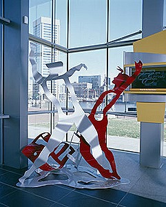 7.b-Ono-Good-News-Earth-is-Dancing-2006.-Painted-mild-steel-3-sculptures-213.4-x-228.6-x-182.9-cm.-146.3-x-182.9-x-91.4-cm.-and-140.2-x-140.2-x-91.4-cm-x