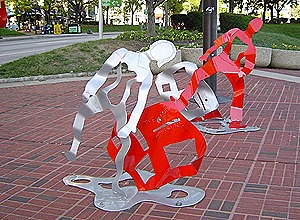 7.c-Ono-Good-News-Earth-is-Dancing-2006.-Painted-mild-steel-3-sculptures-213.4-x-228.6-x-182.9-cm.-146.3-x-182.9-x-91.4-cm.-and-140.2-x-140.2-x-91.4-cm-x