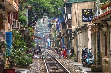train tracks in HN