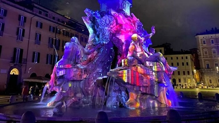 christmas-in-rome-light-shows-piazza-navona-fountains