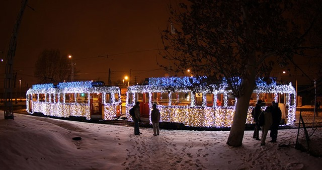 christmas-tram-budapest-led-lights-long-exposure-1